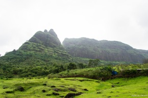 At Prabalmachi - the peak to the left is Kalavanti Durg and to the right is Prabalgad